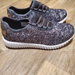 New- sparkle tennis shoes